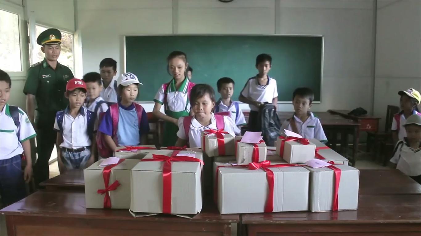 Humans Of Hanoi và chiến dịch gây quỹ nghĩa tình gửi đến những em học trò của thầy Trần Bình Phục - Ảnh 6.