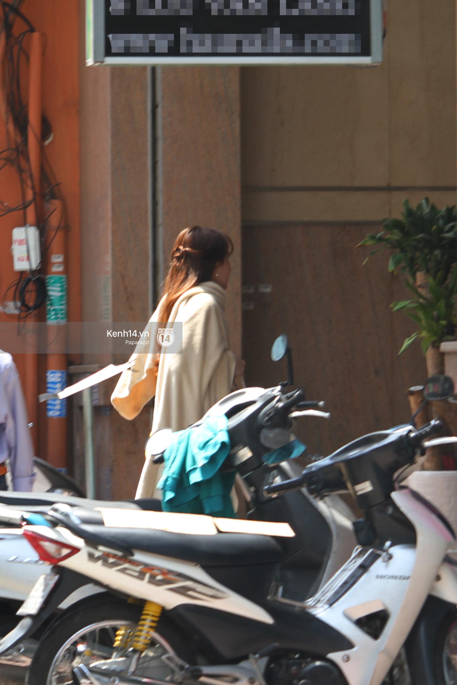 Ngọc Trinh trùm kín khi xuất hiện trên phố, đi ăn chay và làm đẹp - Ảnh 1.
