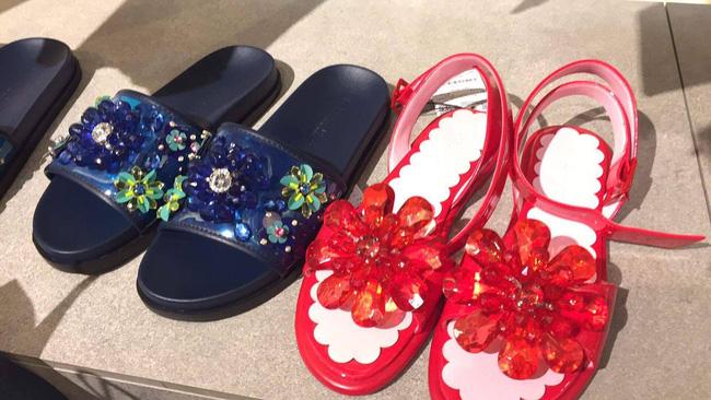 Nhìn mấy đôi giày lạ này mới thấy dép lau nhà hay dép đi chợ của Zara vẫn thường chán! - Ảnh 3.