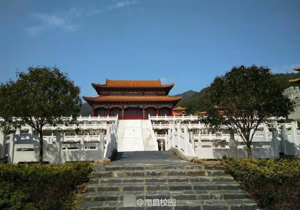Sinh viên Trung Quốc thích thú với trường học có lối thiết kế như Hoàng cung, đi học như lên chầu - Ảnh 4.