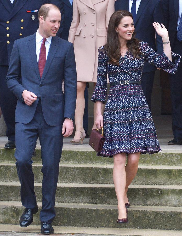 Thường xuyên diện đồ xa xỉ nhưng đây là lần đầu tiên Công nương Kate diện cả cây đồ Chanel hơn 300 triệu đồng - Ảnh 1.