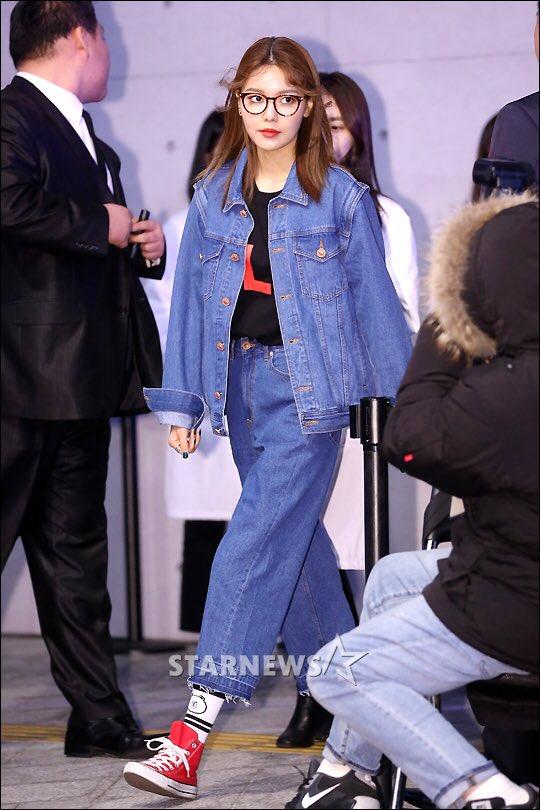 Ăn vận trẻ trung dự Seoul Fashion Week, Sooyoung được ví dễ thương như nhân vật truyện tranh Arale - Ảnh 1.