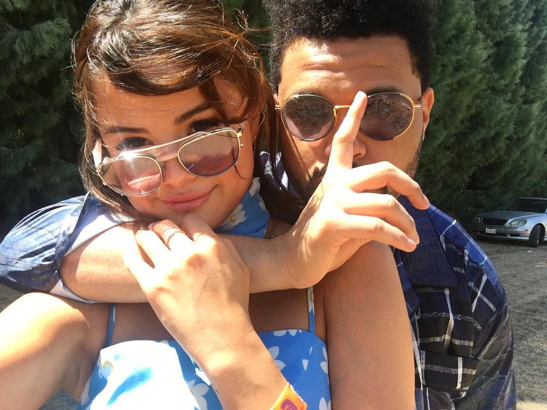 Selena Gomez và The Weeknd được Vogue chọn là cặp đôi mặc đẹp nhất Coachella 2017 - Ảnh 1.