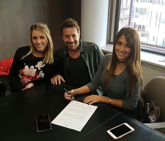 Bạn gái Messi và vợ Suarez khai trương cửa hàng giày - Ảnh 2.