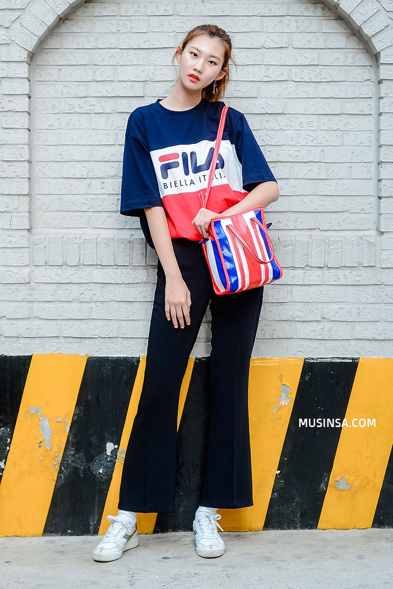 Giới trẻ châu Á người người nhà nhà đang diện T-shirt và sneaker Fila chất phát ngất ra sao? - Ảnh 26.