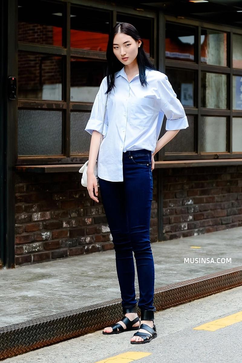 Giới trẻ Hàn sẽ khiến bạn xuýt xoa với street style chất mà chẳng cần phải cố đơn giản nhưng hút mắt quá đỗi - Ảnh 1.