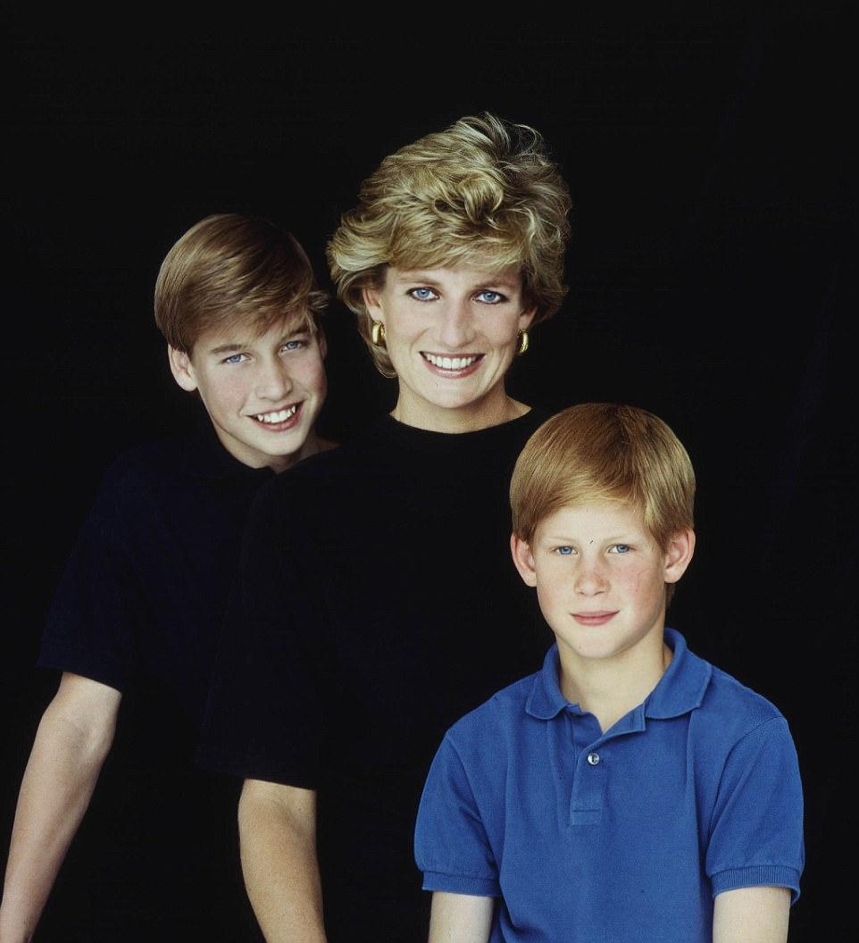 Chùm ảnh: Những khoảnh khắc hạnh phúc và ngọt ngào của Công nương Diana bên các con - Ảnh 1.