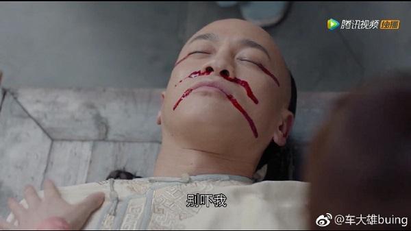 Sau cái chết của Ngô Sính, Châu Doanh vô cùng đau lòng còn cha Hồ Vịnh Mai bị nghi sát hại Ngô Sính trong Năm ấy hoa nở trăng vừa tròn