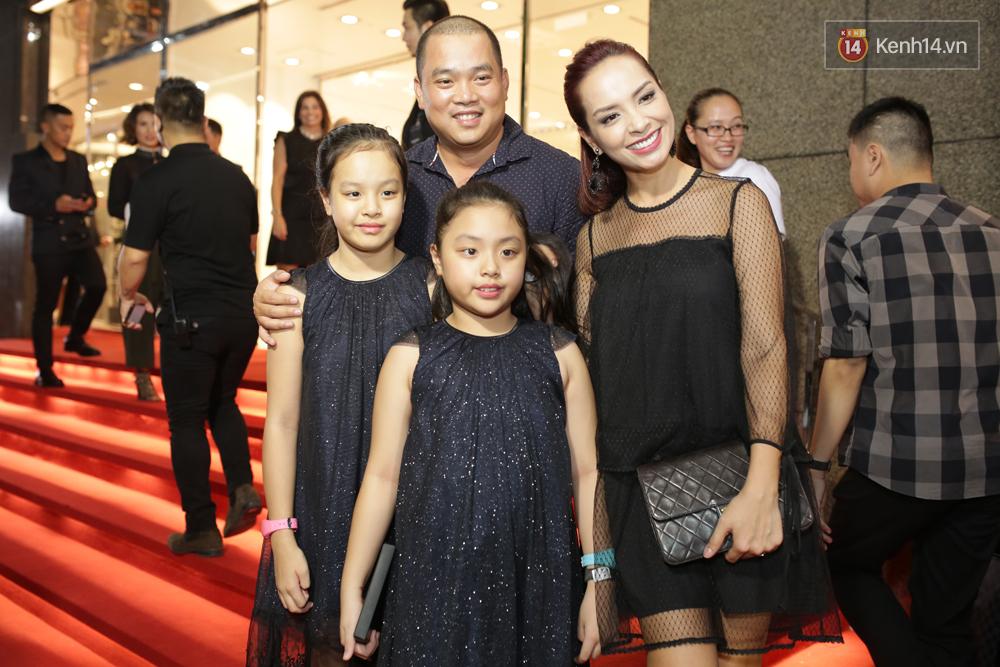 Angela Phương Trinh & Chi Pu quá đỗi sành điệu, công phá thảm đỏ sự kiện ra mắt H&M Việt Nam - Ảnh 32.