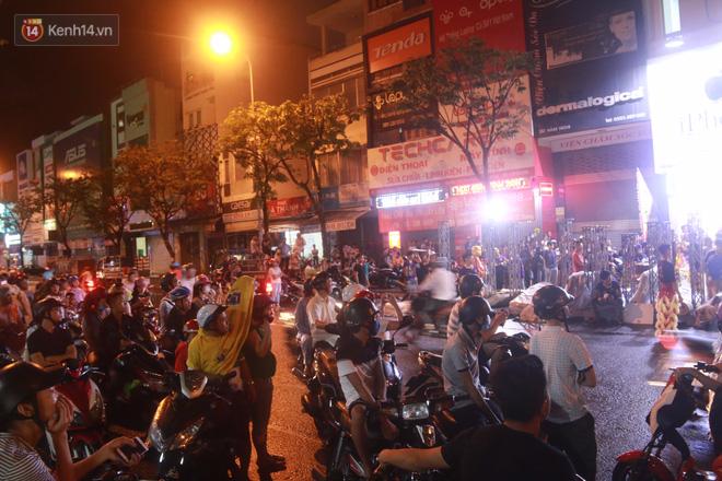 Đà Nẵng: Không khí rộn ràng khắp mọi tuyến đường khi các đội múa lân tràn ra giữa đường biểu diễn - Ảnh 14.