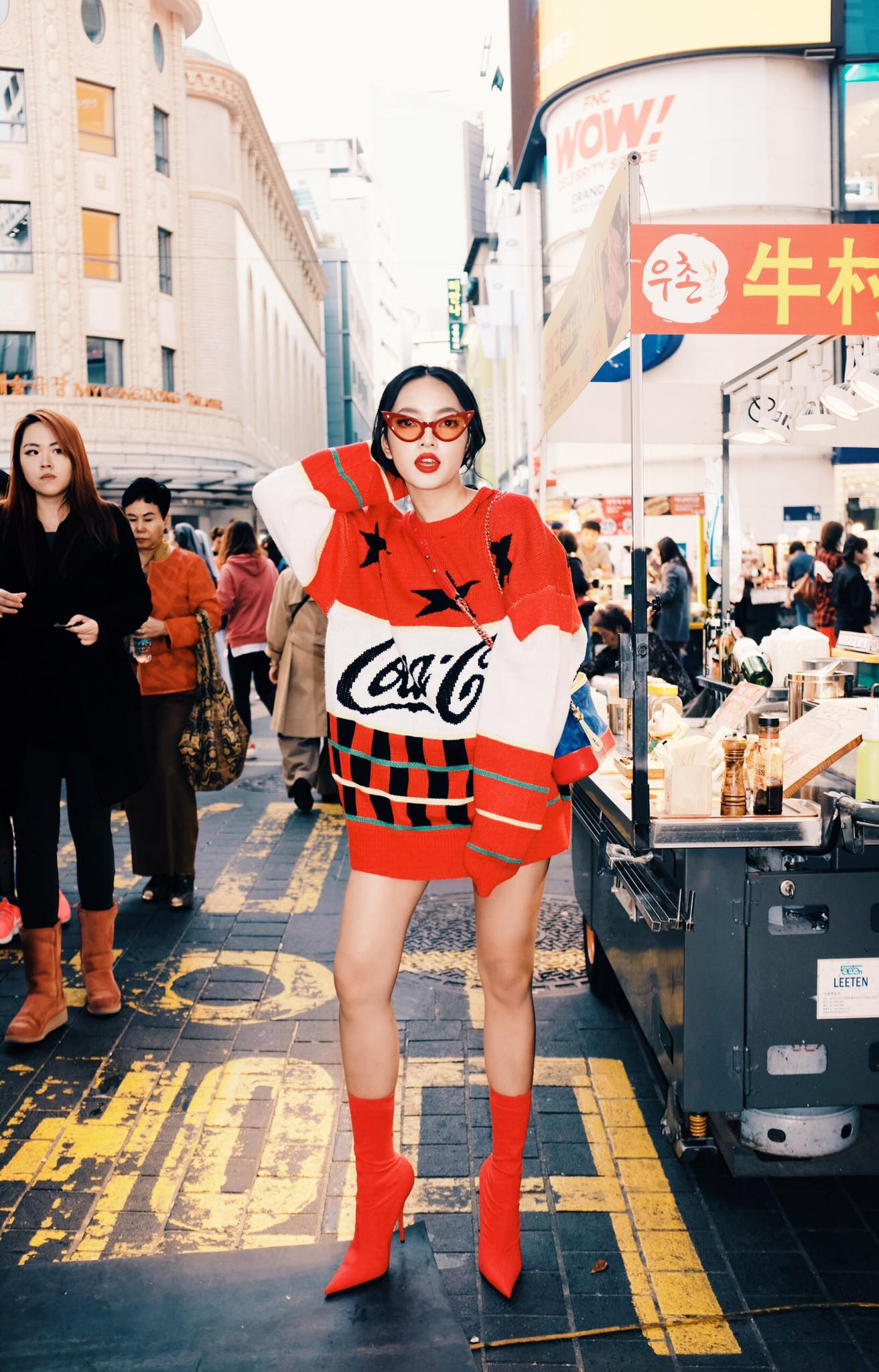 Dù đã đường ai nấy đi, Châu Bùi vẫn diện áo của shop Decao sang tận Seoul khoe street style chất miễn bàn - Ảnh 3.