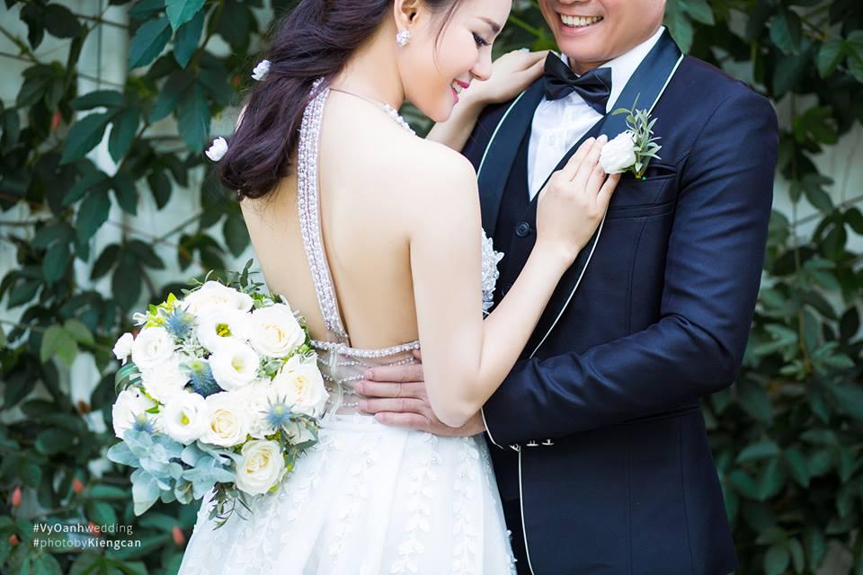 Hé lộ thêm ảnh cưới của Vy Oanh và chồng đại gia - Ảnh 1.