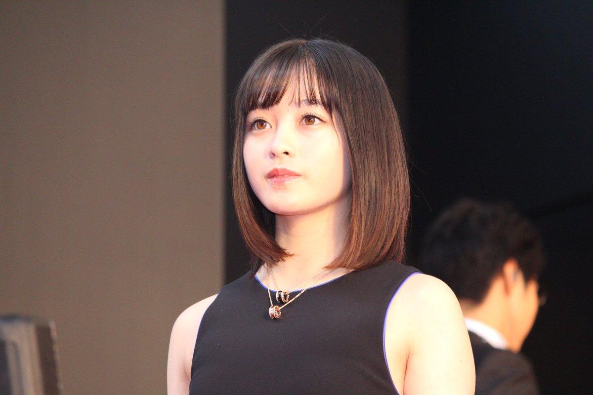 """Kanna Hashimoto thường gặp nhiều tranh cãi về ngoại hình vì hơi mũm mĩm và  chiều cao """"nấm lùn"""""""