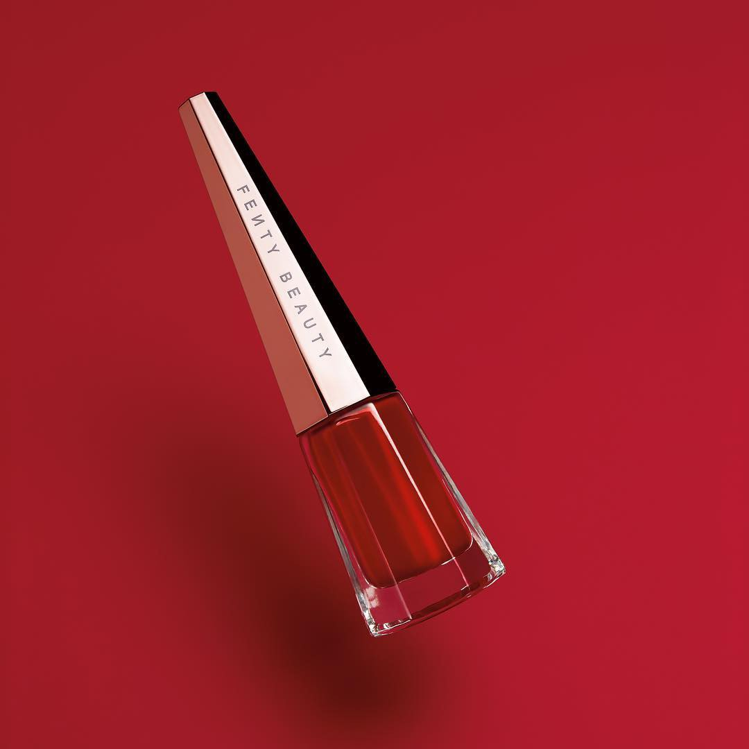 Rihanna chuẩn bị ra mắt màu son đỏ hợp với mọi tông da và quay hẳn clip dạy tô son xem là mê - Ảnh 1.