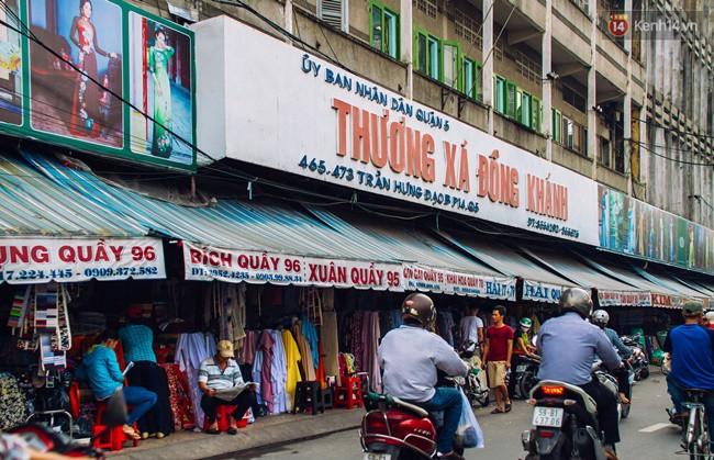 Chùm ảnh: Ghé thăm chợ Soái Kình Lâm - thiên đường vải vóc lâu đời và nhộn nhịp nhất ở Sài Gòn - Ảnh 1.