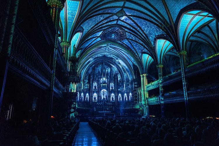 Màn trình diễn ánh sáng ngoạn mục biến nhà thờ thành xứ sở thần tiên - Ảnh 1.