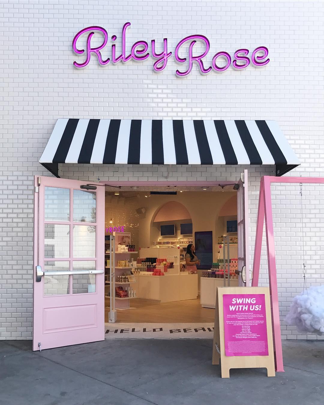 Hóa ra Forever 21 còn có người em tên Riley Rose, beauty store dành riêng cho hội mê làm đẹp và thích sống ảo - Ảnh 1.