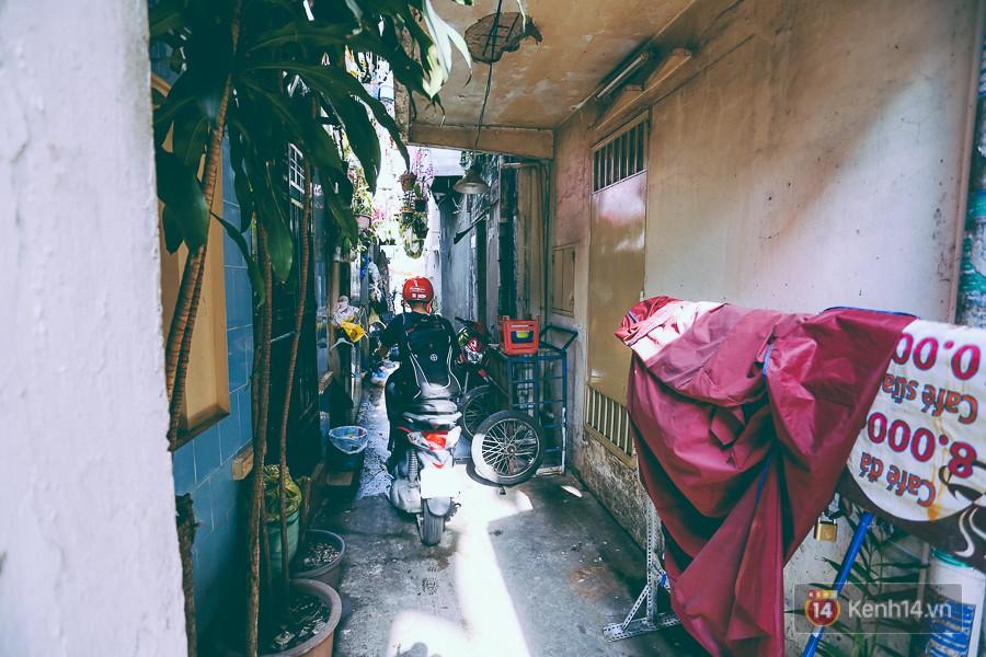 Từ vụ cháy nhà trong hẻm nhỏ khiến 3 mẹ con tử vong ở Sài Gòn: Thấp thỏm sống trong những con hẻm chỉ vừa một người đi - Ảnh 3.