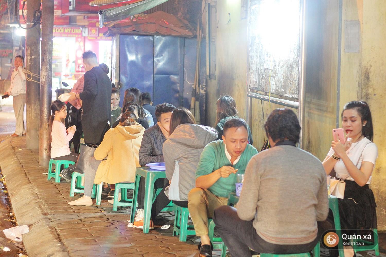 Quán ốc Quảng Ninh ở Hà Nội 10 năm không biển hiệu vẫn đông tấp nập - Ảnh 6.