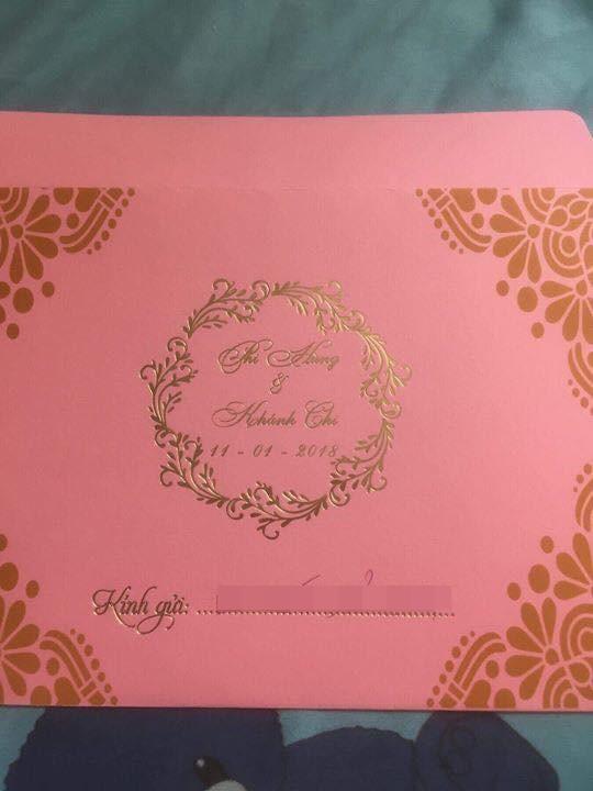 Thiệp mời hé lộ thời gian và địa điểm tổ chức đám cưới của Lâm Khánh Chi và chồng trẻ kém 8 tuổi - Ảnh 1.