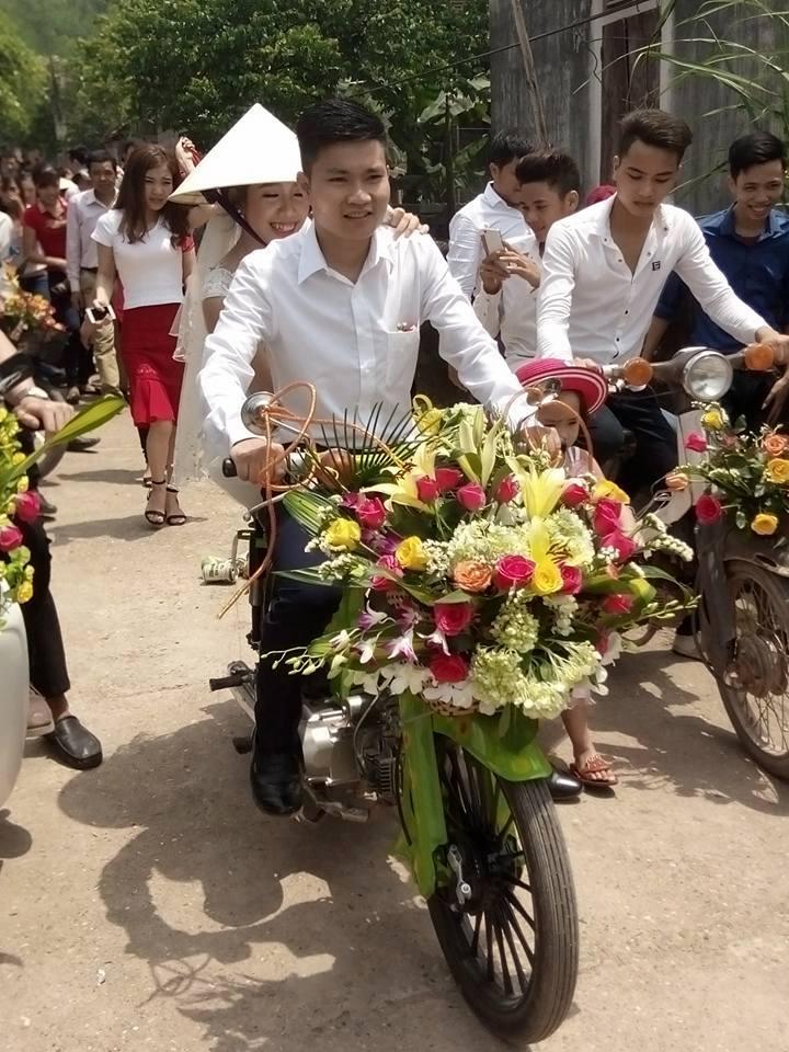 Xôn xao đám cưới rước dâu bằng xe Cub độc đáo ở Nghệ An - Ảnh 3.