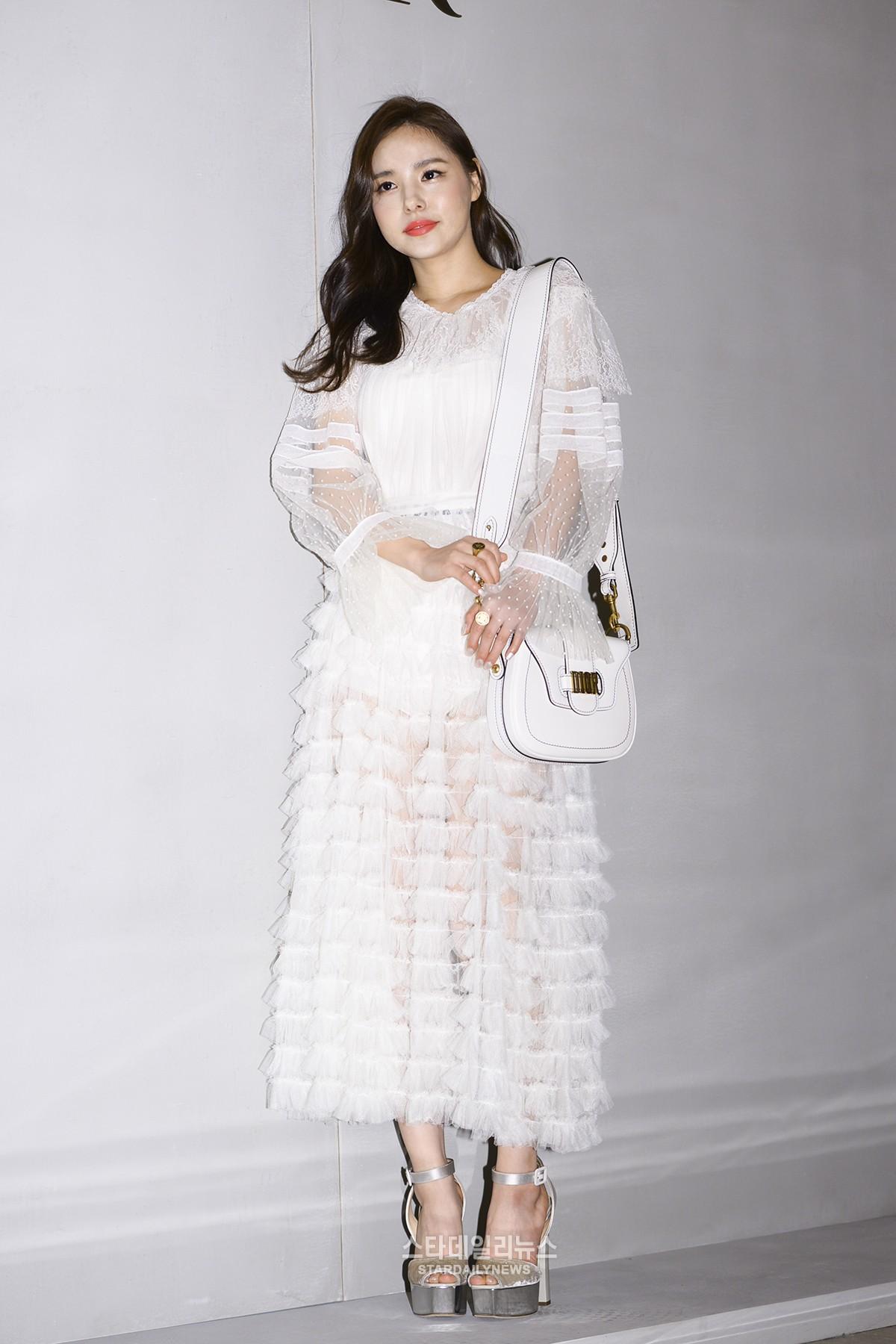 Yoona và Sulli cùng diện đồ hiệu đẳng cấp, đọ sắc vóc một chín một mười tại sự kiện của Dior - Ảnh 9.