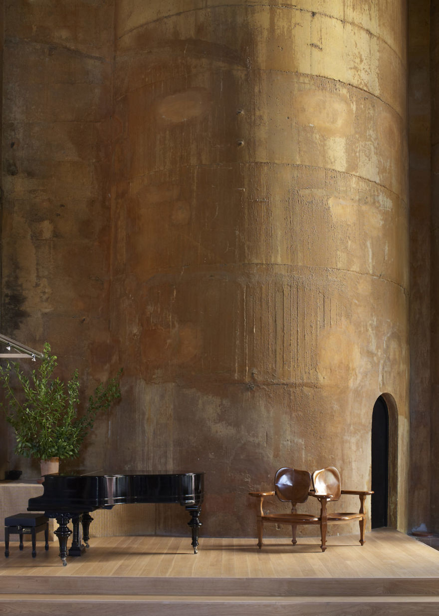 Kiến trúc sư biến nhà máy xi măng cũ thành nhà riêng, bạn sẽ nghẹt thở khi nhìn thấy nội thất bên trong - Ảnh 19.