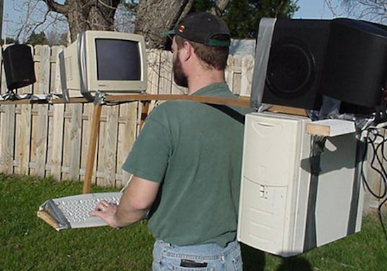 Cười té ghế với 11 tư thế dùng máy tính không đỡ nổi của các dân chơi - Ảnh 17.