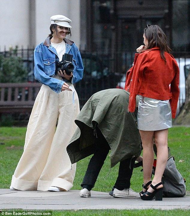 Có là fan của quần baggy, bạn sẽ vẫn chột dạ với mốt quần bao tải đang được các hot girl Hollywood thi nhau diện - Ảnh 8.