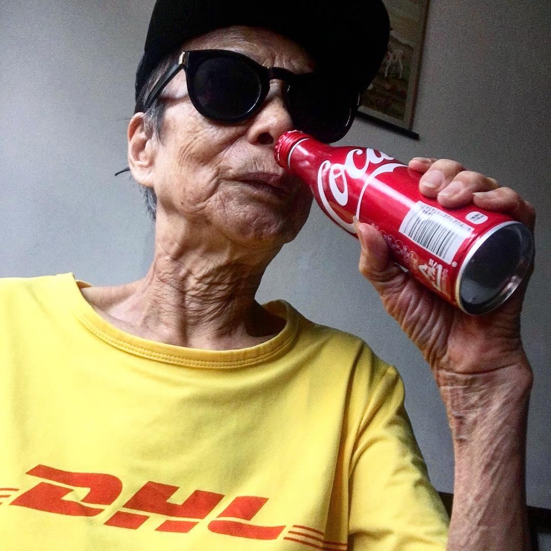 Chỉ 2 tuần sau khi xuất hiện trên Instagram, cụ bà 88 tuổi này đã trở thành hiện tượng thời trang xứ Đài - Ảnh 10.