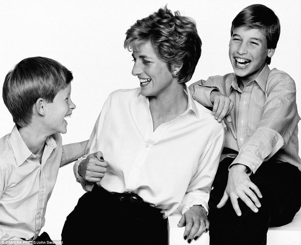 Chùm ảnh: Những khoảnh khắc hạnh phúc và ngọt ngào của Công nương Diana bên các con - Ảnh 14.