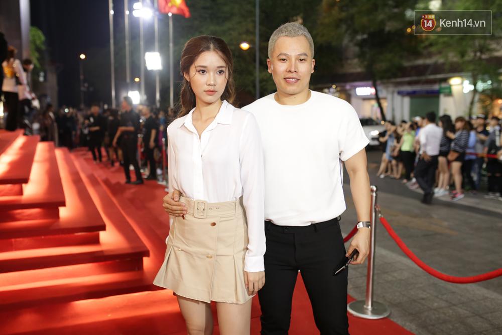 Angela Phương Trinh & Chi Pu quá đỗi sành điệu, công phá thảm đỏ sự kiện ra mắt H&M Việt Nam - Ảnh 30.