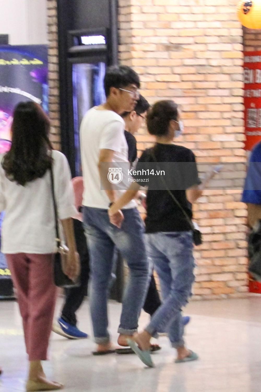 Midu tiếp tục bị bắt gặp tình tứ với bạn thân của Phan Thành trên phố - Ảnh 14.