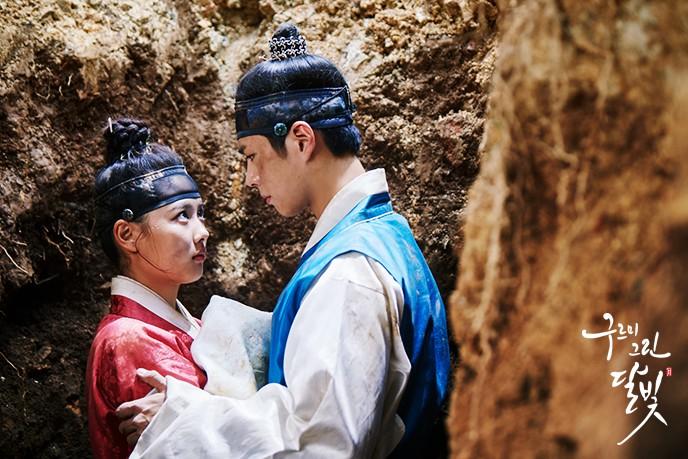 Khổ thân 5 sao nữ Hàn chưa đủ 18 đã phải đóng cảnh yêu đàn anh già hơn cả giáp - Ảnh 9.