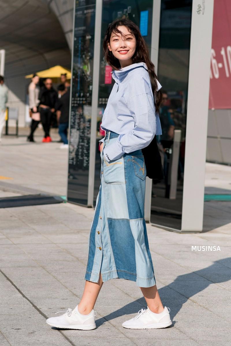 Ngắm street style màu mè nhưng chất lừ của giới trẻ Hàn, bạn sẽ học được chân kinh mặc đơn giản mà vẫn đẹp mê ly - Ảnh 10.