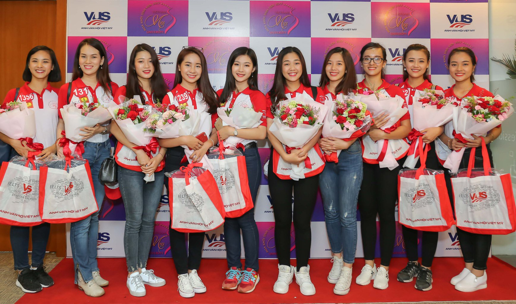 Buổi giao lưu của top 45 Hoa khôi Sinh viên Việt Nam 2017 với các doanh nhân thành đạt - Ảnh 8.
