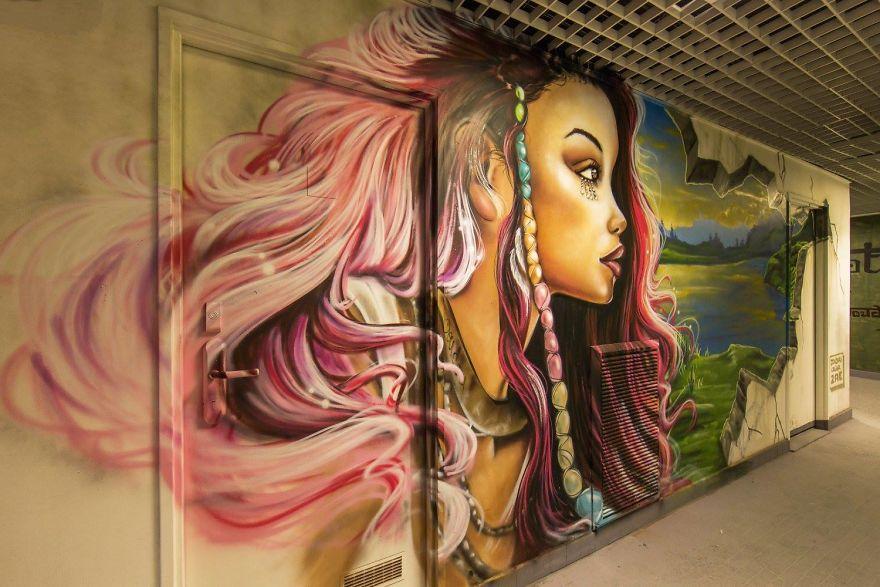 Các họa sĩ graffiti biến ký túc xá bỏ hoang thành triển lãm tranh nghệ thuật - Ảnh 1.