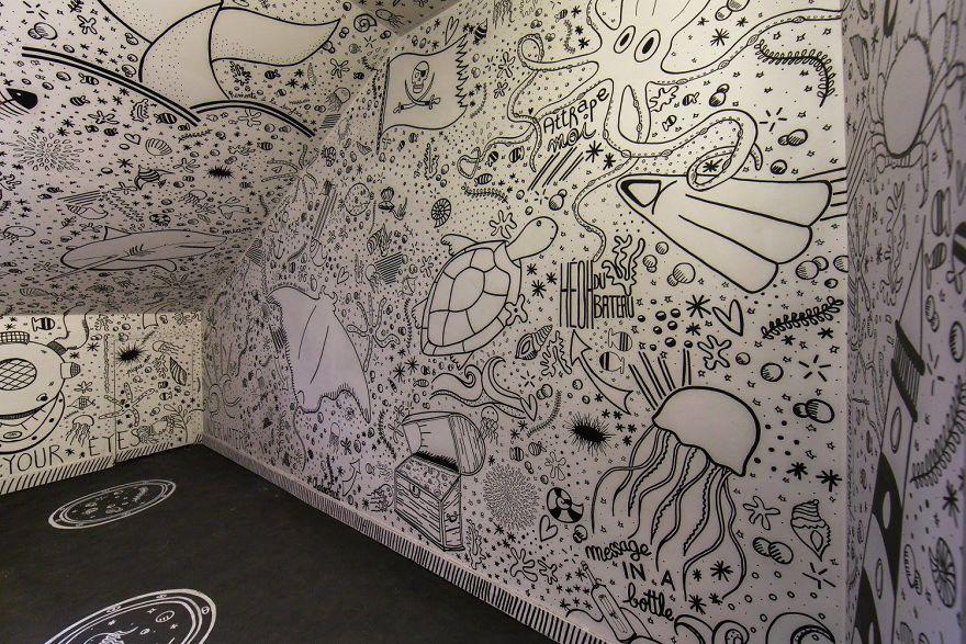 Các họa sĩ graffiti biến ký túc xá bỏ hoang thành triển lãm tranh nghệ thuật - Ảnh 5.
