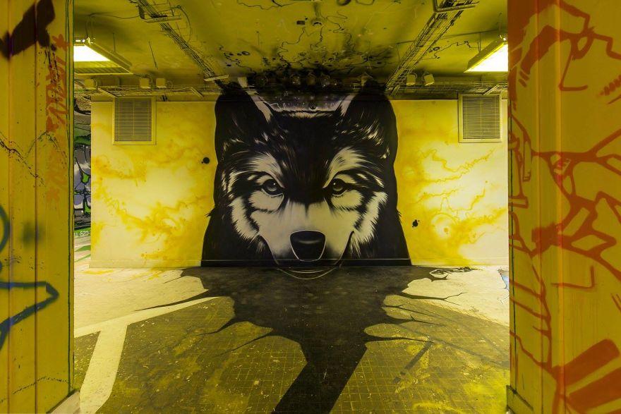 Các họa sĩ graffiti biến ký túc xá bỏ hoang thành triển lãm tranh nghệ thuật - Ảnh 11.