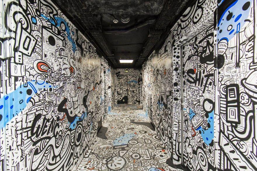 Các họa sĩ graffiti biến ký túc xá bỏ hoang thành triển lãm tranh nghệ thuật - Ảnh 19.