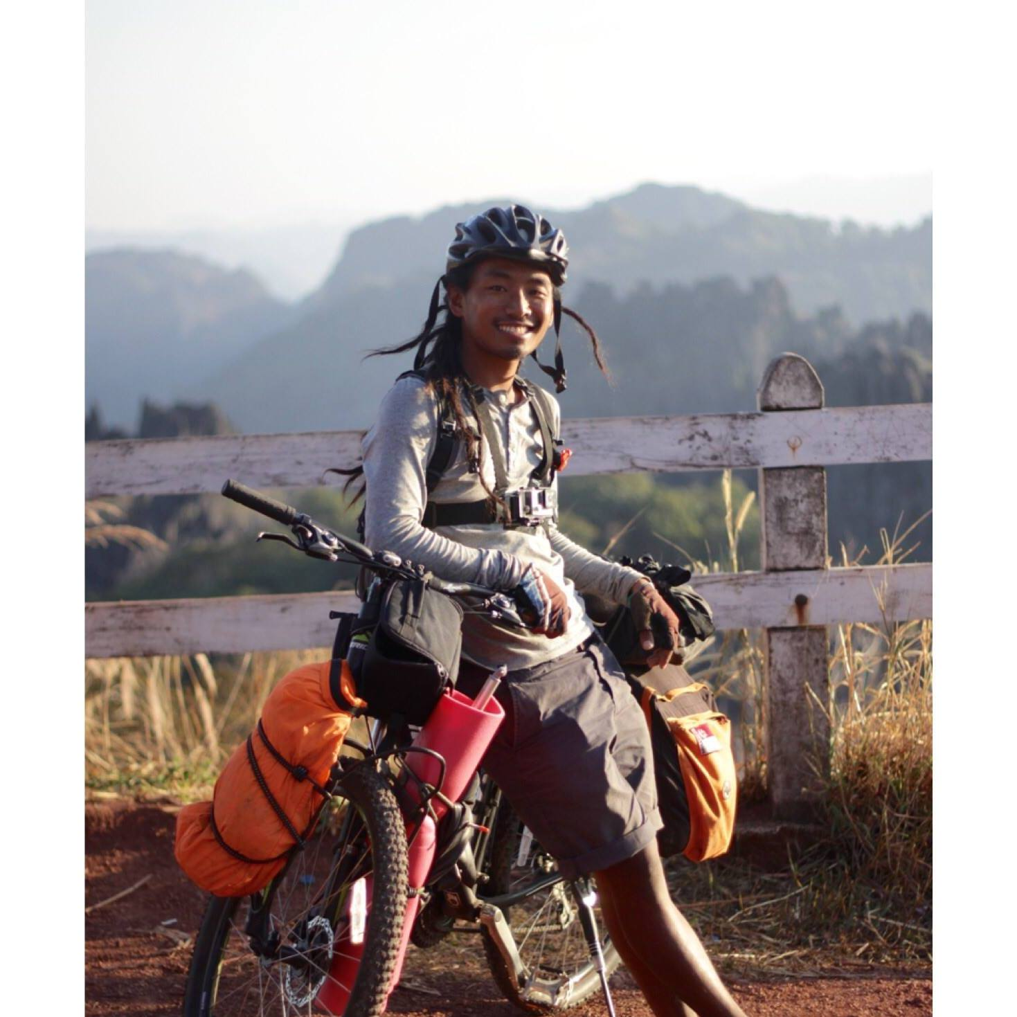 Nghe câu chuyện cô gái đi du lịch 193 nước bị ném đá, nghĩ về những lựa chọn sống cho tuổi thanh xuân - Ảnh 2.