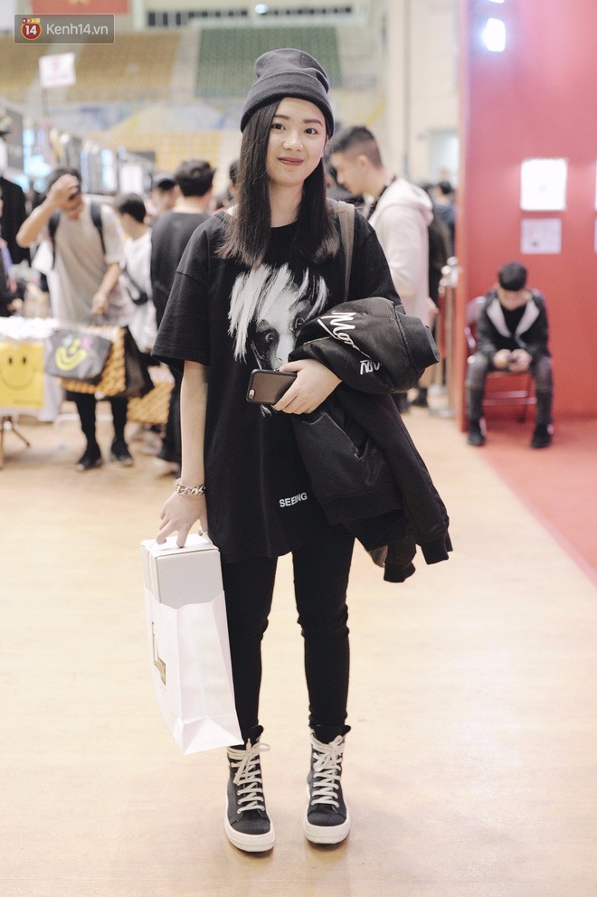 Giới trẻ Việt thi nhau mặc hoodie trăm triệu của Louis Vuitton x Supreme và đồ streetwear đắt đỏ tới Sole Ex 2017 - Ảnh 12.