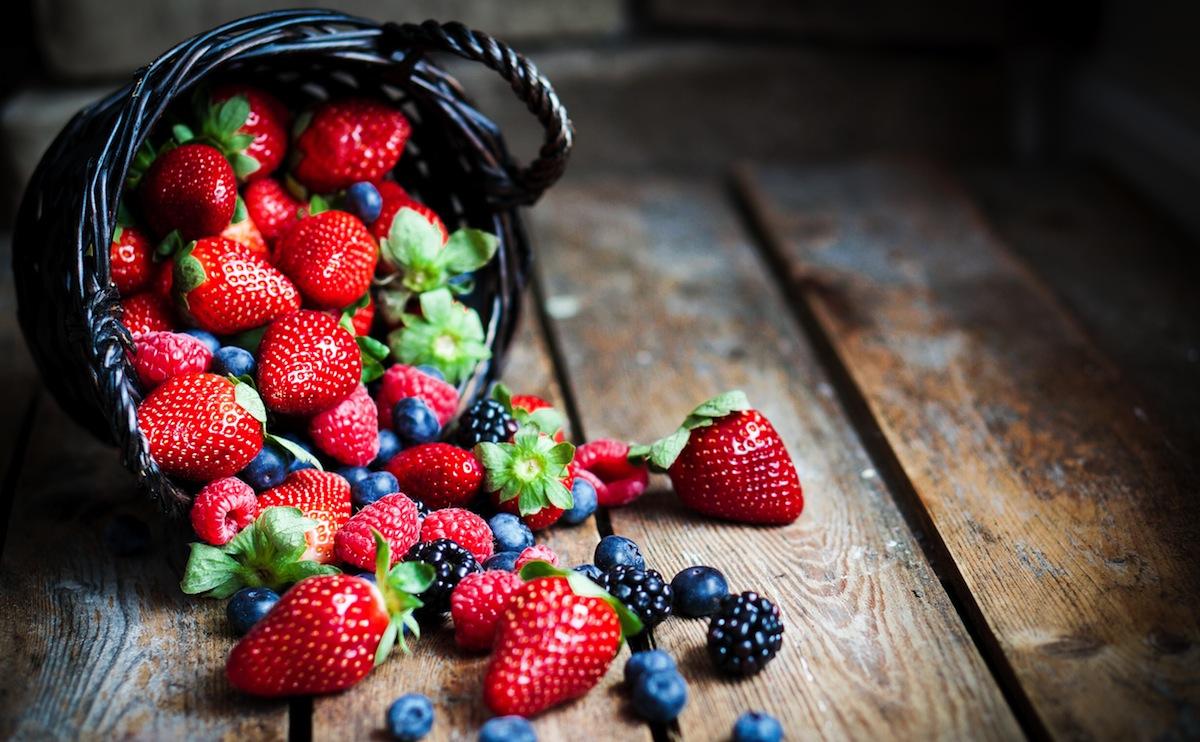Con gái đừng bỏ qua những loại trái cây trị nếp nhăn cực hữu ích này nhé - Ảnh 1.