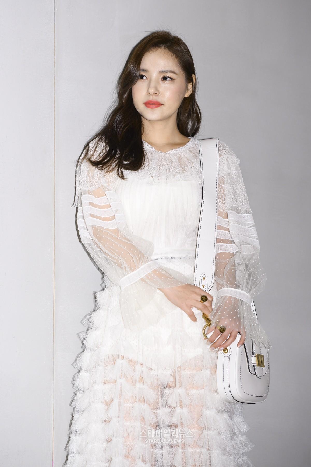 Yoona và Sulli cùng diện đồ hiệu đẳng cấp, đọ sắc vóc một chín một mười tại sự kiện của Dior - Ảnh 10.