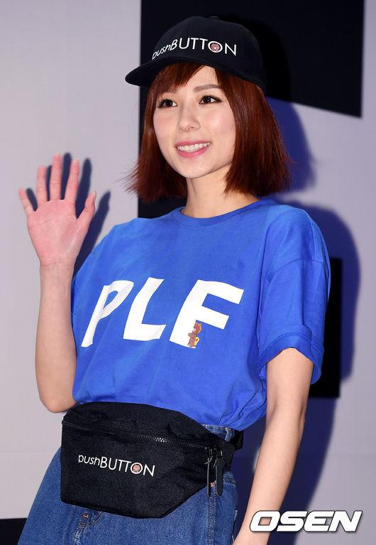 Ăn vận trẻ trung dự Seoul Fashion Week, Sooyoung được ví dễ thương như nhân vật truyện tranh Arale - Ảnh 10.