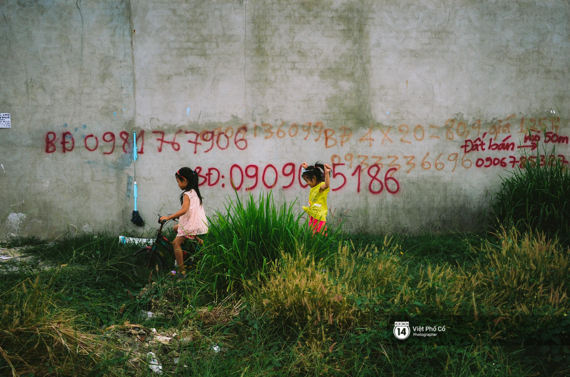 Gia đình vé số Sài Gòn: Ba mẹ ăn chuối luộc thay cơm, hai con gái không biết đến thịt cá - Ảnh 13.
