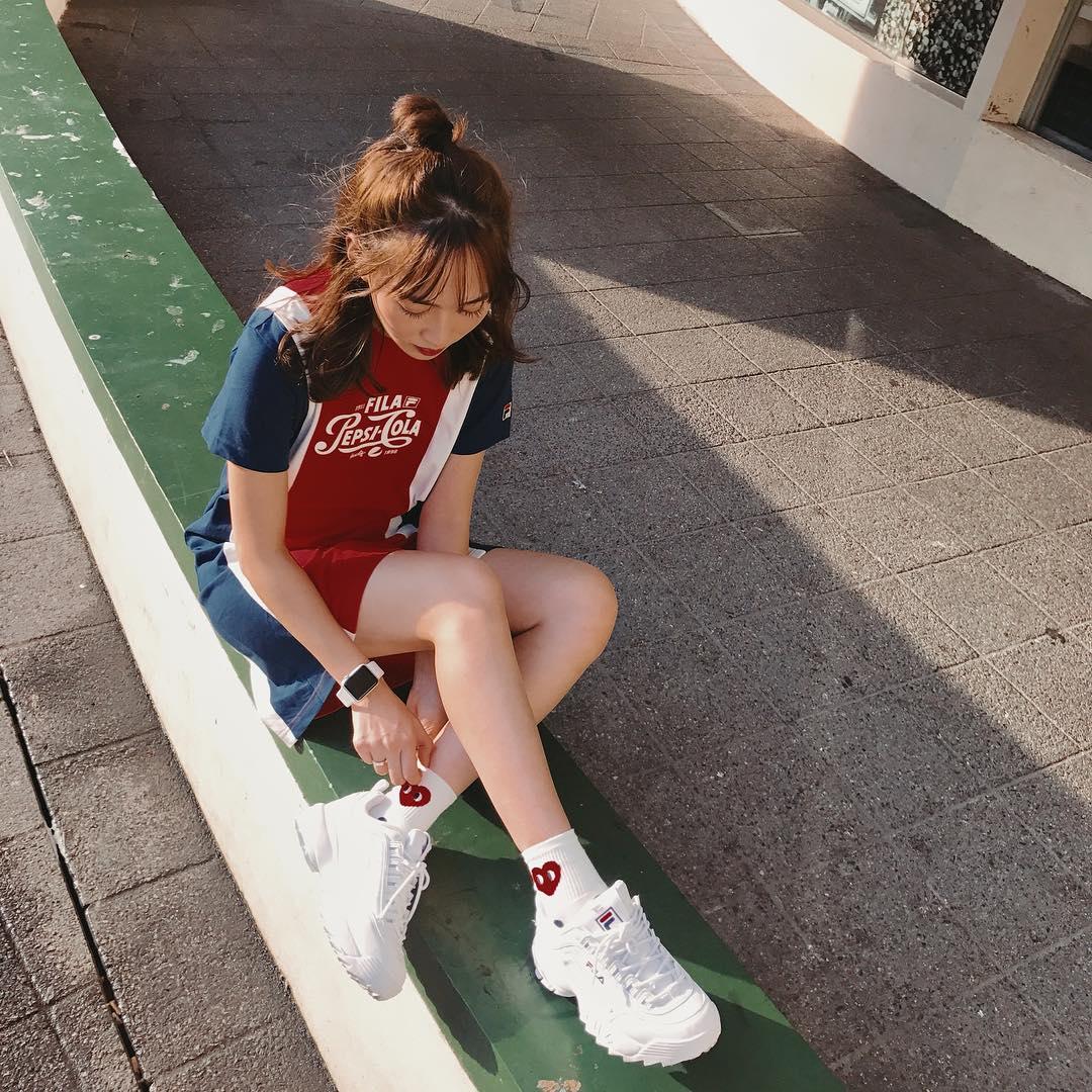 Giới trẻ châu Á người người nhà nhà đang diện T-shirt và sneaker Fila chất phát ngất ra sao? - Ảnh 18.