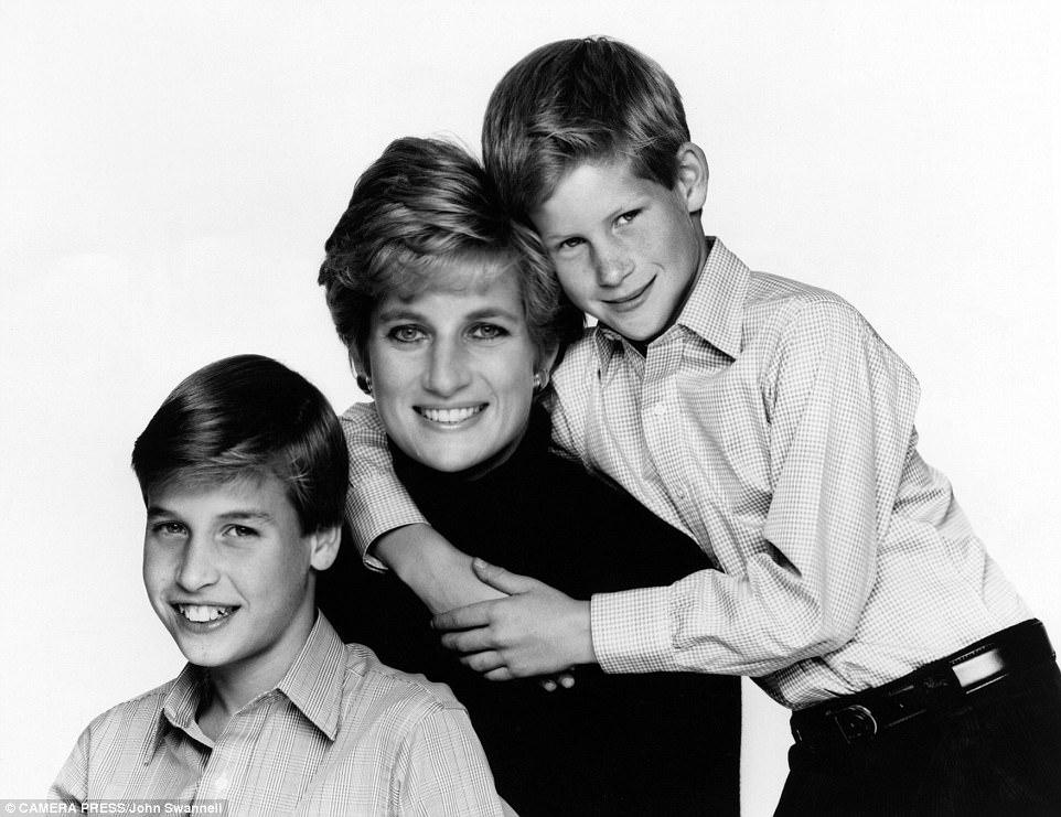 Chùm ảnh: Những khoảnh khắc hạnh phúc và ngọt ngào của Công nương Diana bên các con - Ảnh 15.