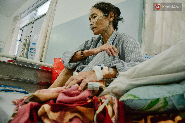 Xót xa cảnh người mẹ đơn thân ở Sài Gòn gần 60 năm giấu bệnh tim để được đi làm kiếm tiền nuôi con - Ảnh 1.