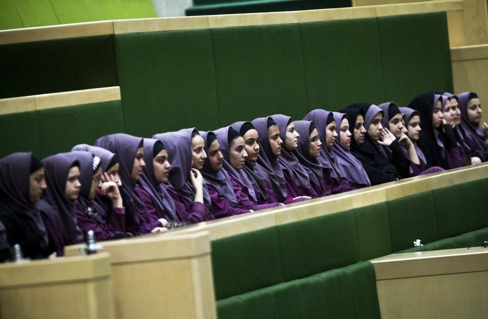 Quốc tế con gái 11/10: Hành trình đến trường gian nan của những bé gái trên toàn thế giới - Ảnh 1.